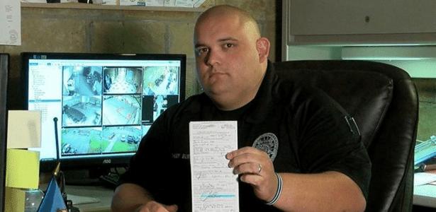 Justin Burch divulgou foto da multa em seu Facebook