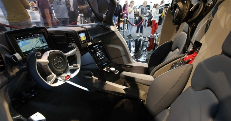 Carro voador da AeroMobil é apresentado na Itália