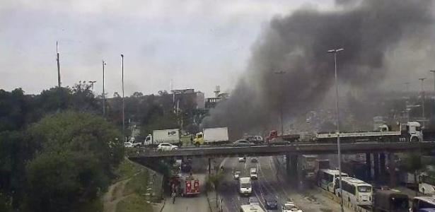 Incêndio em ônibus no Rio teriam sido incendiados por homens mascarados