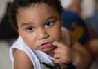 Bebê com microcefalia desenganado por médicos tem desenvolvimento surpreendente (Foto: BBC)
