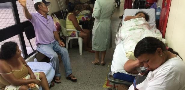 Corredor de emergência lotado na rede pública de saúde do Rio Grande do Norte