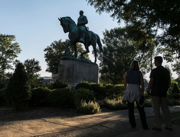 Estátua do general confederado Robert E. Lee, no Emancipation Park, em Charlottesville, Virgínia - Edu Bayer/The New York Times