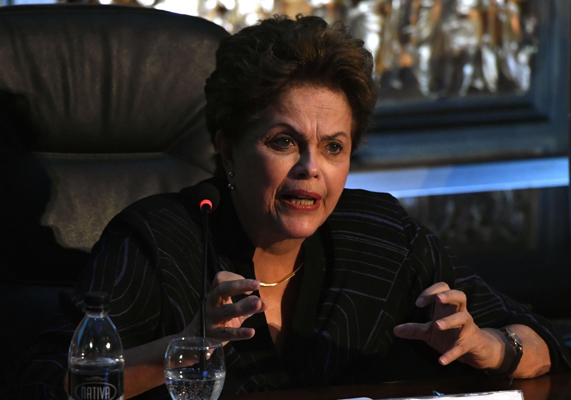 8.dez.2017 - Dilma Rousseff fala durante congresso da Associação Latino-Americana de Sociologia