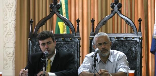 Os deputados Marcelo Freixo (PSOL) e Gilberto Palmares (PT) durante a CPI das Milícias, em novembro de 2008