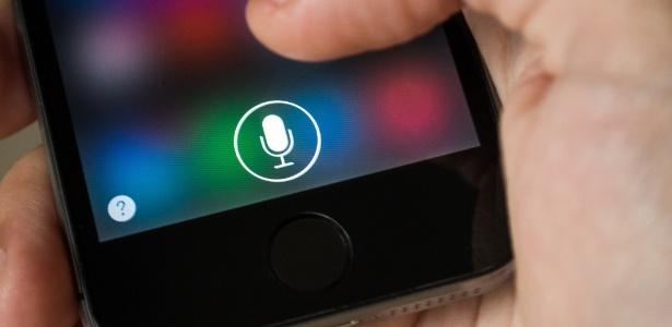 No iPhone, Siri é a assistente de voz disponível para uso