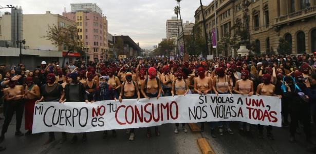 16.maio.2018 - Manifestação em Santiago, no Chile, pedindo pelo fim do sexismo e da violência de gênero
