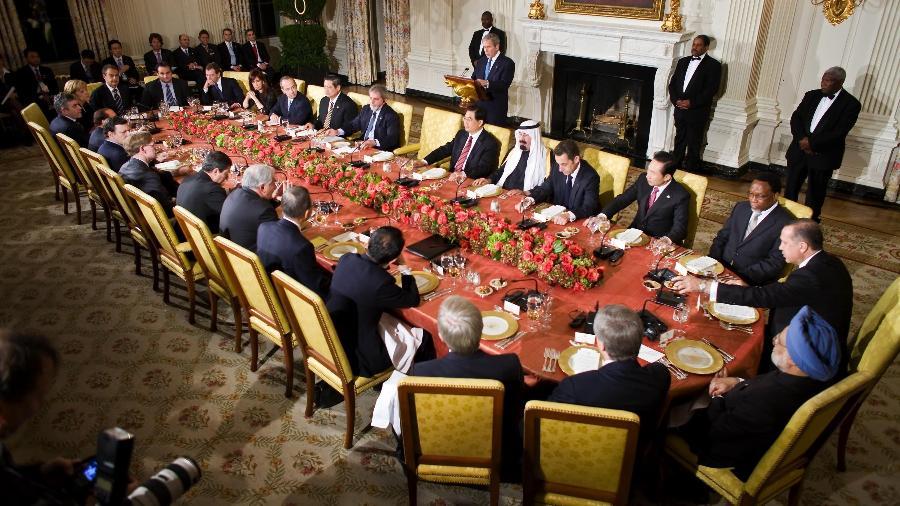 George W. Bush discursa em reunião do G20, em novembro de 2008, para discutir a crise - Stephen Jaffe/AFP