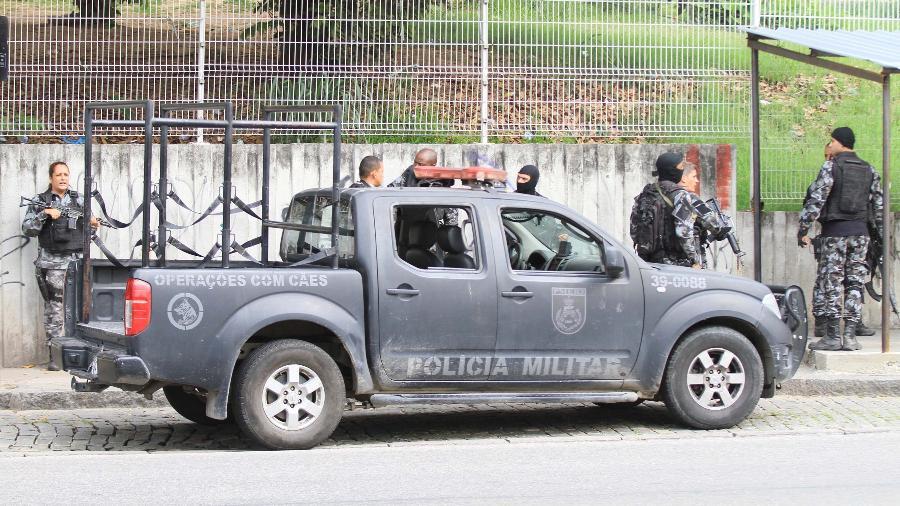 1.out.2018 - policiais realizam operação no morro do Adeus, no Complexo do Alemão - José Lucena/Futura Press/Estadão Conteúdo