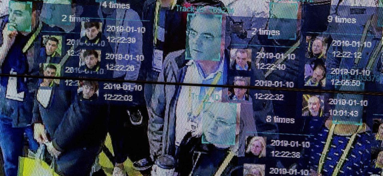 ed7b9efd98b5d Uma demonstração de como o reconhecimento facial pode ser feito ao vivo  para reconhecer qualquer pessoas multidão foi feita durante a Consumer  Electronics ...