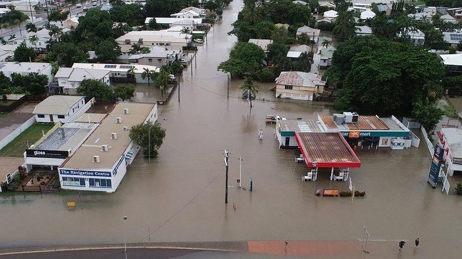 3.fev.2019 - Inundação em Townsville, na Austrália. Fortes chuvas inundam casas, escolas e aeroportos no nordeste do país, forçando centenas a fugir e trazendo crocodilos para as ruas. - QUEENSLAND FIRE AND EMERGENCY SERVICES/AFP