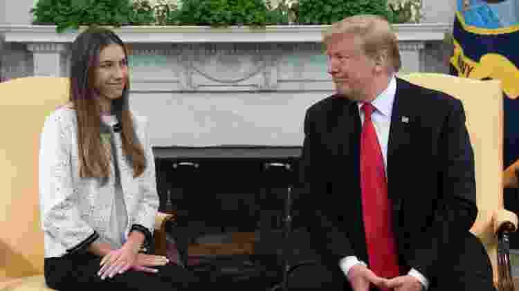 27.mar.2019 - Presidente dos EUA, Donald Trump, recebe Fabiana Rosales, esposa de Juan Guaidó, no Salão Oval da Casa Branca - Saul Loeb - 27.mar.2019/AFP - Saul Loeb - 27.mar.2019/AFP
