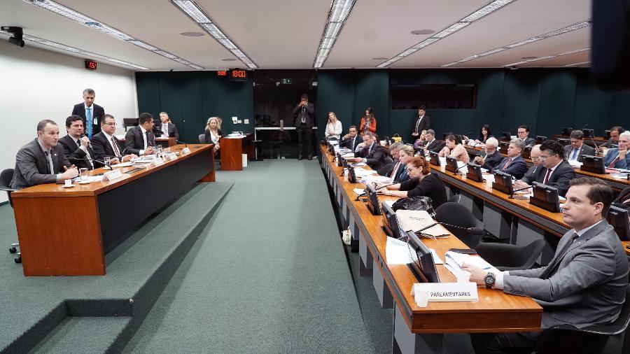 O ministro da Justiça e Segurança Pública, Sergio Moro, fala a deputados da Comissão de Segurança Pública e Combate ao Crime Organizado sobre o pacote anticrime - Pablo Valadares/Câmara dos Deputados