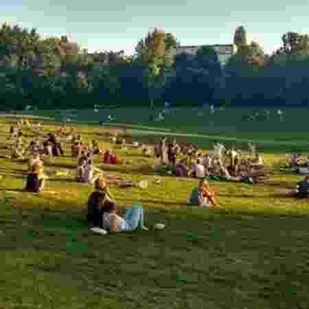 Medidas de tolerância zero à venda de drogas falharam no parque Görlitzer Park, em Berlim - BBC