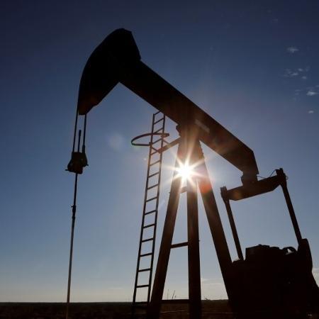 O barril de petróleo Brent fechou acima de 60 dólares - ANGUS MORDANT