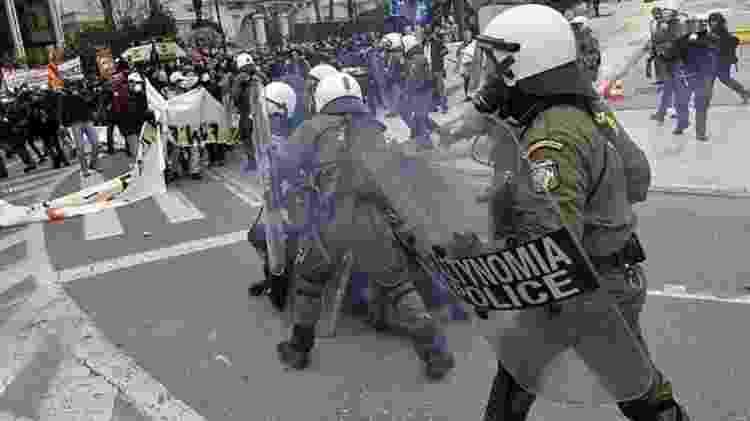 A crise na Grécia levou a inúmeros protestos violentos no país, com seguidos confrontos com a polícia - Louisa Gouliamaki - Louisa Gouliamaki