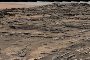 11.set.2015 - Imagem panorâmica capturada pelo robô Curiosity em Marte exibe uma paisagem comum encontrada no sudeste dos Estados Unidos. A transformação de dunas de areia em rochas foi comparada em nota da Nasa com formações encontradas em Navajo, no deserto dos Arizona, nos EUA