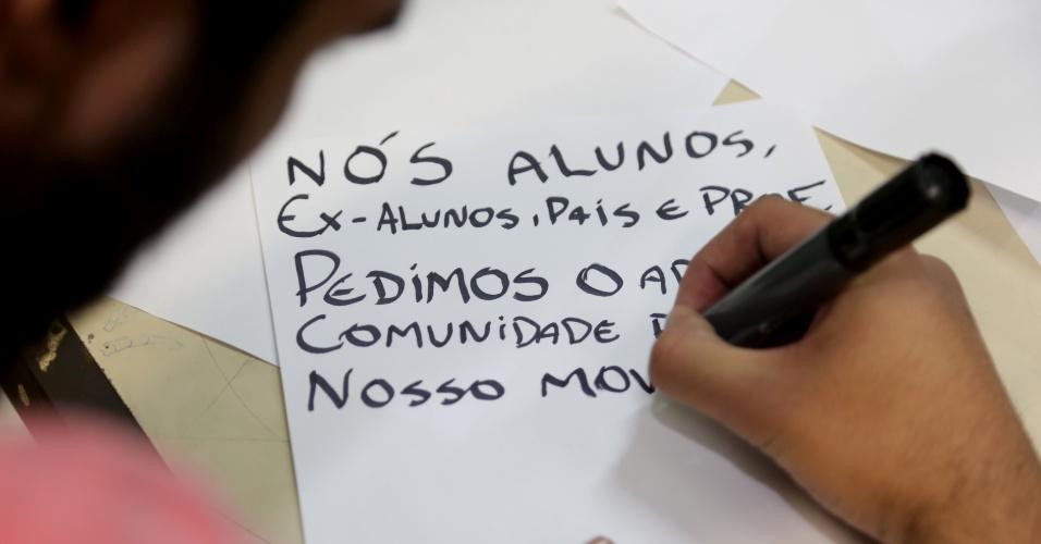 13.nov.2015 - Estudantes ocupam a Escola Estadual Castro Alves, na Vila Mazzei, zona norte de São Paulo, em ato contra o plano de reestruturação do ensino, proposto pelo governador Geraldo Alckmin (PSDB) para 2016