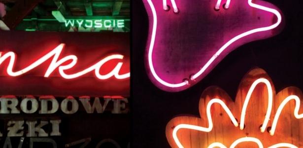 A 'neonização' fez Varsóvia, na Polônia, lembrar Nova York e Las Vegas