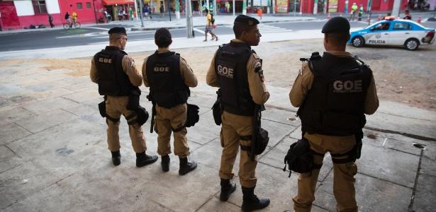 Policiais patrulham região do estádio olímpico durante a Olimpíada