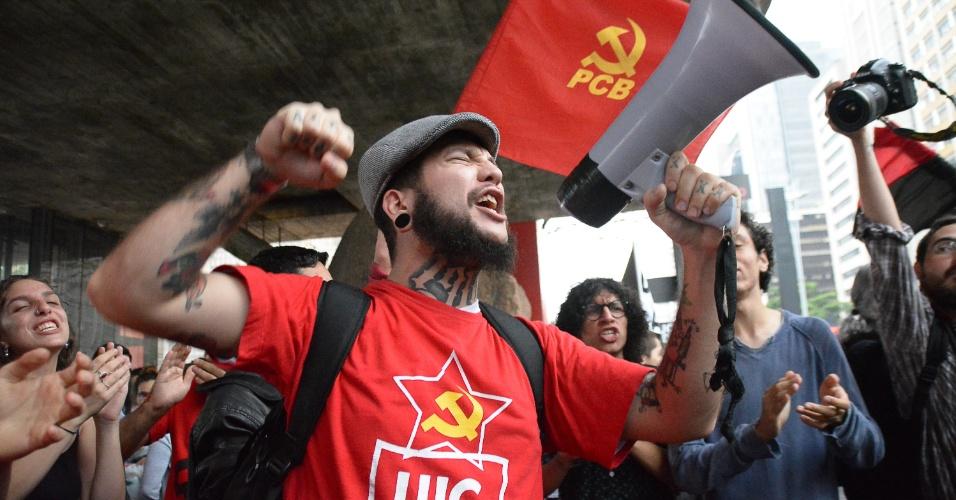 Manifestante em ato contra a PEC 241 na avenida Paulista