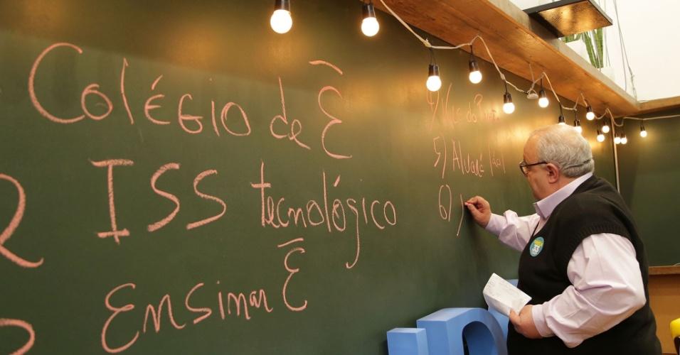 17.out.2016 - Rafael Greca explica uma de suas propostas para atrair empresas e negócios para Curitiba: a criação do Vale do Pinhão, onde empresas ganharão isenção de impostos