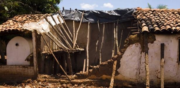 Em 2007, um tremor de 4.9 graus provocou o desabamento de diversas casa em comunidade rural no norte de Minas Gerais