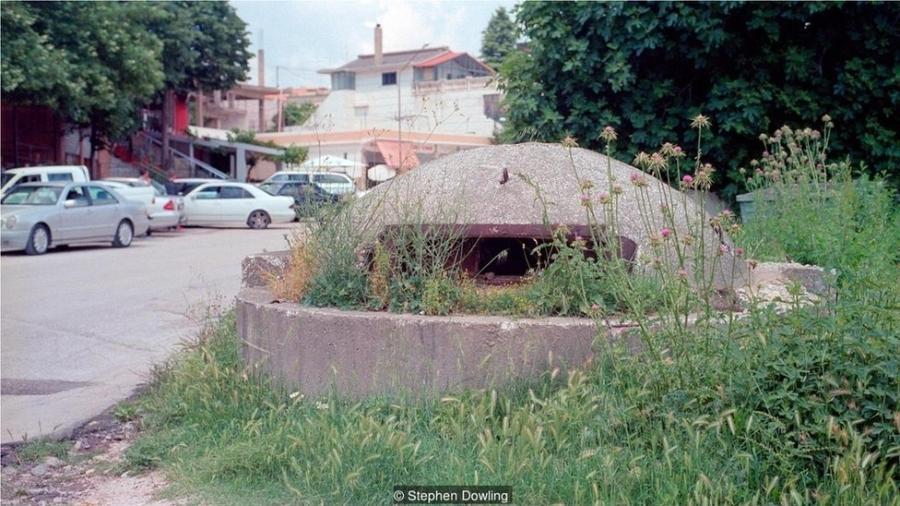 Os bunkers QZ foram projetados para um dos dois soldados impedir o avanço do inimigo - Stephen Dowling/BBC