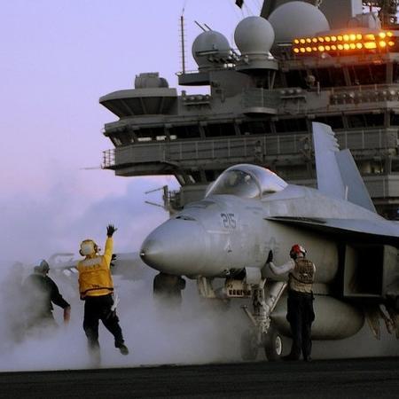 A venda de aviões de guerra foi um dos setores que mais geraram receita para os países exportadores de armas  - Divulgação/Marinha dos Estados Unidos