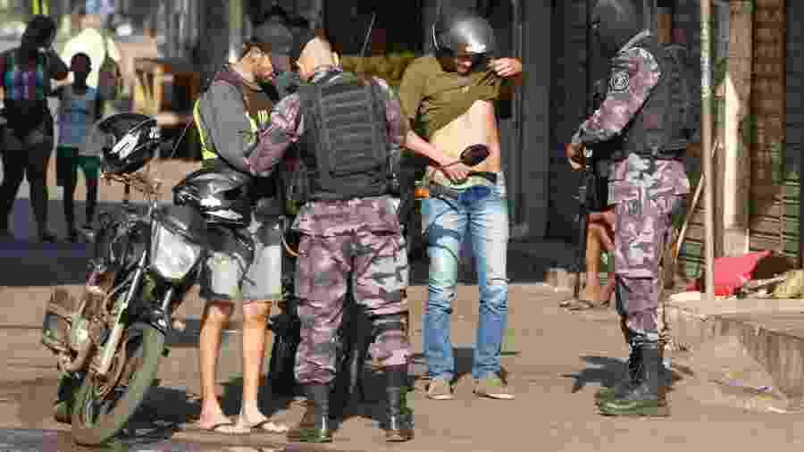 Policiais fazem operação para combater o tráfico na região do Jacarezinho no Rio de Janeiro (RJ) - OSE LUCENA/FUTURA PRESS/FUTURA PRESS/ESTADÃO CONTEÚDO
