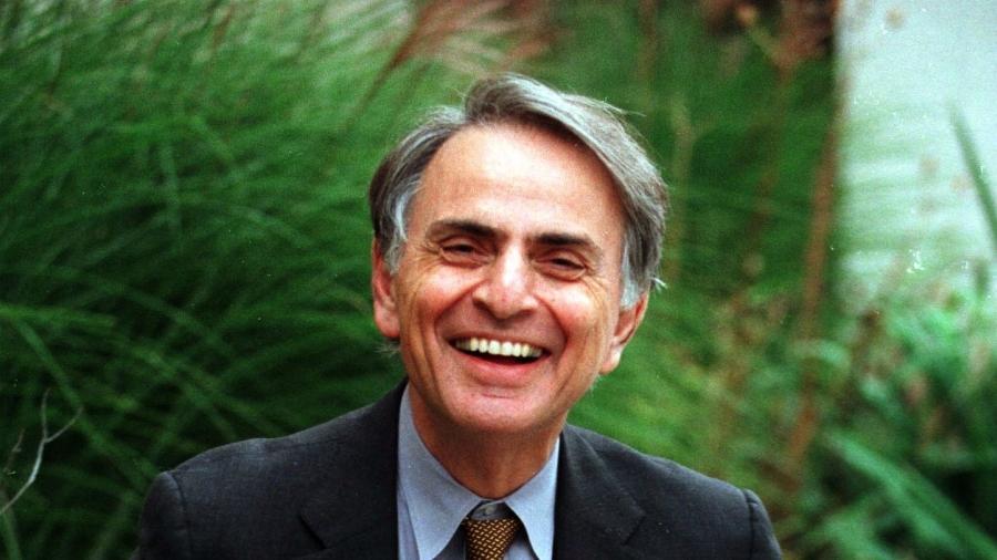 O astrônomo Carl Sagan (foto) alertou em 1967 sobre a possibilidade de que as nuvens de Vênus abrigassem algum tipo de ser vivo - Divulgação