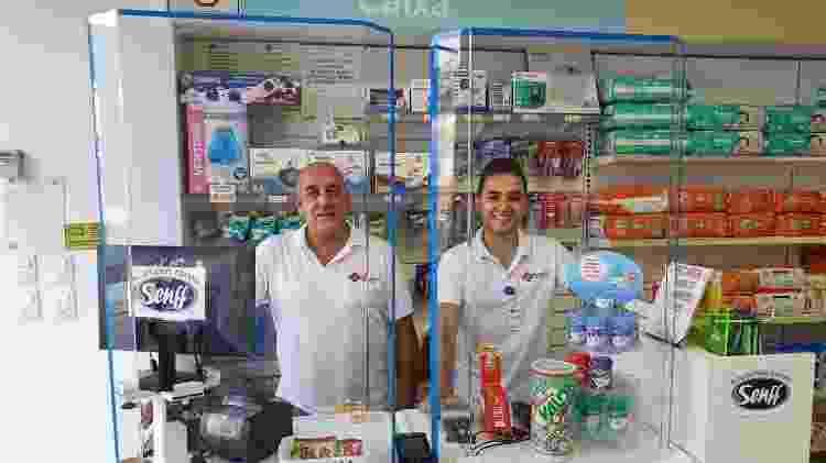 Farmácia de São Paulo instalou divisórias para separar os funcionários dos clientes - Divulgação - Divulgação