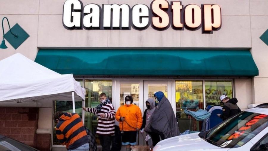 Mesmo sofrendo prejuízos monstruosos, a Gamestop viu suas ações darem um salto - Getty Images