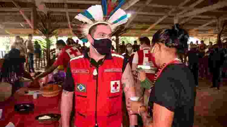 Júlio Cals, presidente da Cruz Vermelha Brasileira, ganha pintura em evento indígena - André Benicio/ASCOM CVB - André Benicio/ASCOM CVB