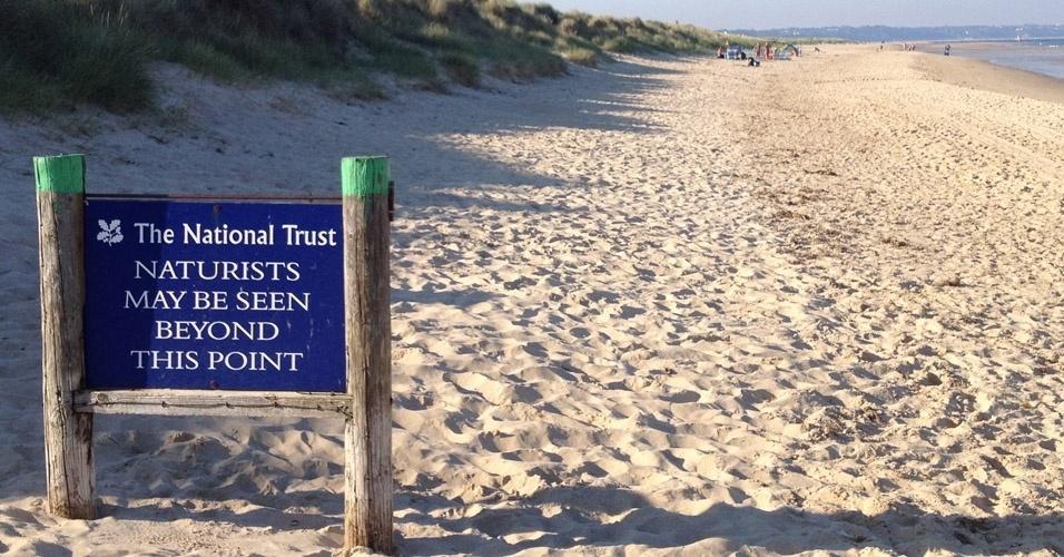 Voyeur na praia de nudismo - Os banhistas da praia de nudismo de Studland, na Inglaterra, se depararam com um drone usado por um espertinho para espiar os frequentadores do local. O drone conseguiu sobrevoar toda a extensão da praia e o piloto não foi identificado