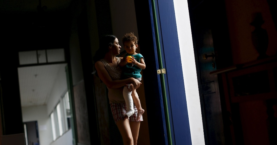 9.nov.2015 - Eliene Almeida, diretora de escola municipal em Bento Rodrigues, subdistrito de Mariana (MG) arrasado pela lama das barragens da empresa Samarco. Ela ajudou a salvar 58 crianças