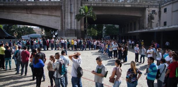 Fila de pessoas a procura de emprego em evento da prefeitura de SP, em 2015 - Renato Ribeiro Silva/Futura Press/Estadão Conteúdo