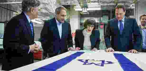 Bandeira que foi hasteada no navio Exodus, que levava refugiados judeus para a Palestina em 1947 - Zach Gibson/The New York Times