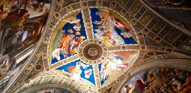 Um dos muitos tetos ornamentados do Vaticano. Os museus da cidade têm trabalhos greco-romanos, etruscos, barrocos e renascentistas colecionados por papas - Jill Schneider/National Geographic Creative