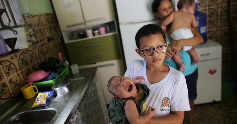 """""""A importância desses gêmeos é que eles poderão nos ajudar a ter importantes respostas"""", afirma Mayana Zarz, do Departamento de Genética e Biologia Evolutiva do Instituto de Biociências da Universidade de São Paulo. """"Como podemos explicar que um dos gêmeos não foi afetado. Existe um gene que os protegeram?"""""""