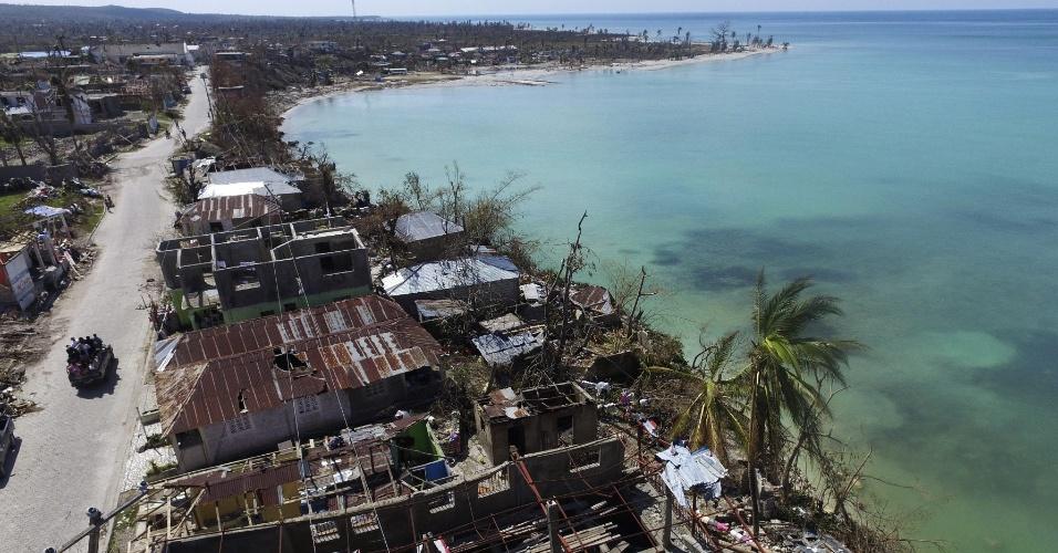 9.out.2016 - Vista aérea de Port-Salut, no Haiti, após passagem do furacão Matthew