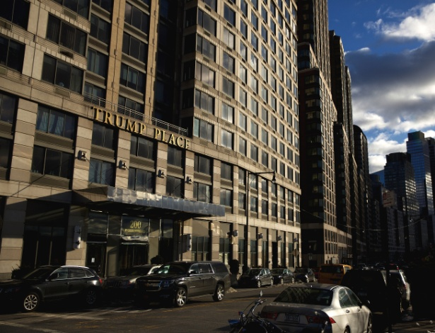 """Condomínio """"Trump Place"""" fica localizado na 200 Riverside Blvd, em Manhattan"""