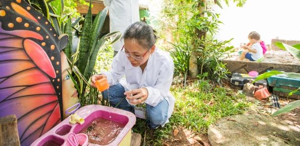 Pesquisadores encontram buscam larvas do Aedes aegypti