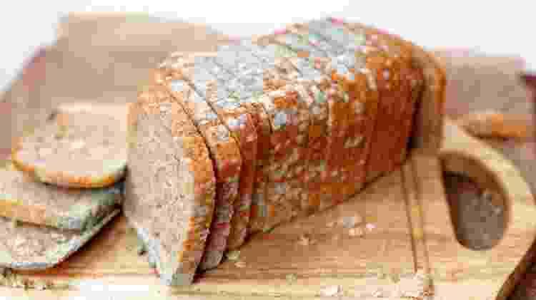 Pão; bolor; pão estragado; mofo; pão mofado - Banco de Imagens - Banco de Imagens