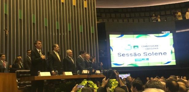 Bolsonaro acompanha execução do Hino Nacional em evento no Congresso