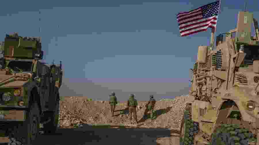 Tropas dos EUA perto de Manbij, na Síria - Mauricio Lima/The New York Times