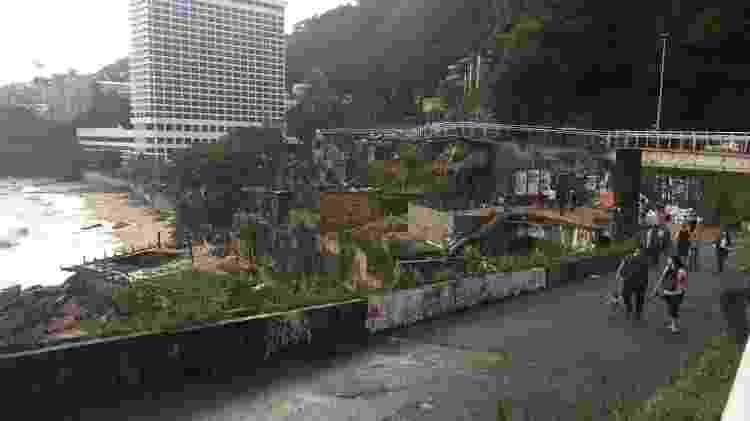 7.fev.2019 - Trilha do hotel Sheraton, em São Conrado, que teve o saguão alagado durante a forte chuva no Rio de Janeiro - Luis Kawaguti/UOL - Luis Kawaguti/UOL