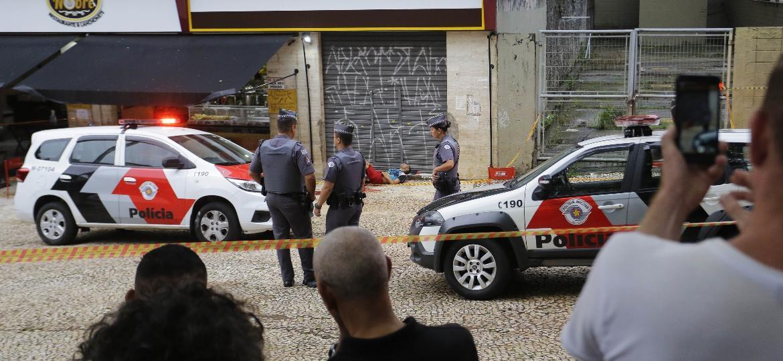 PMs preservam local onde balearam suspeito de ter roubado carro em SP; Março teve aumento de 46% na letalidade policial, segundo ouvidoria - 11.mar.2019 - Nelson Antoine/Folhapress