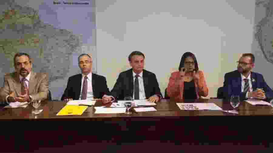 O ministro da Educação, Abraham Weintraub (primeiro à esquerda), durante fala do presidente - Reprodução