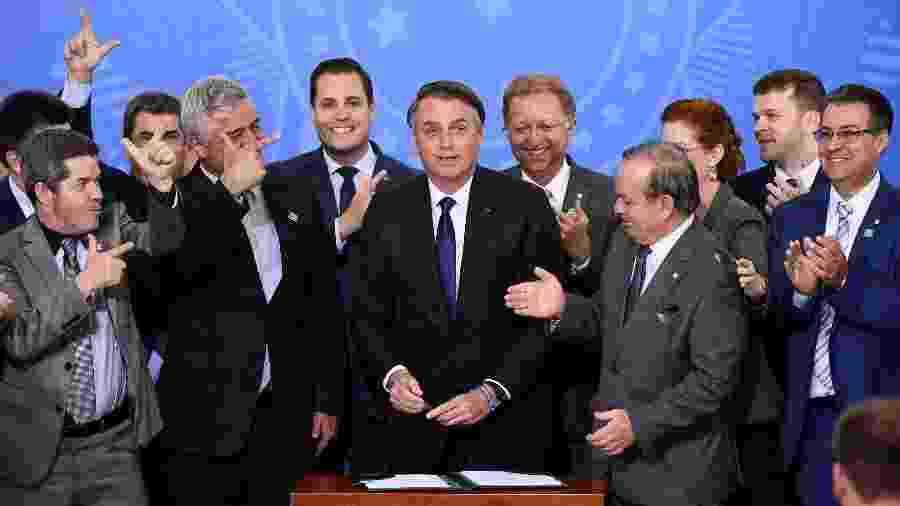 Bolsonaro assinou decreto sobre armas no começo do mês - Evaristo Sa - 7.mai.2019/AFP