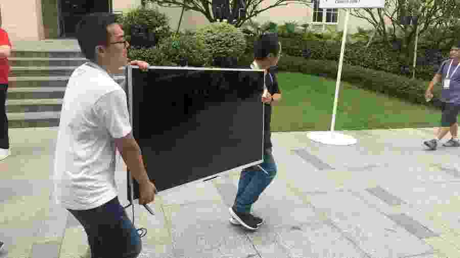 Nosso repórter flagrou a TV Honor Vision, a primeira com sistema HarmonyOS, passeando por Dongguan, na China - Helton Simões Gomes/UOL